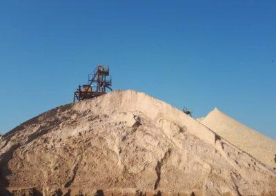 Distribuição de areia para construção